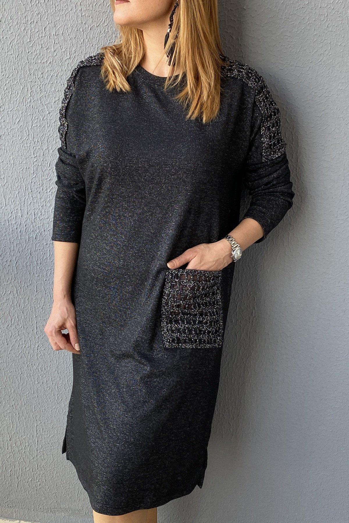 https://resim.chicbag.com.tr/p000038/syh/omuz-ve-cep-kafes-detayli-simli-elbise-01ab104f8a8c.