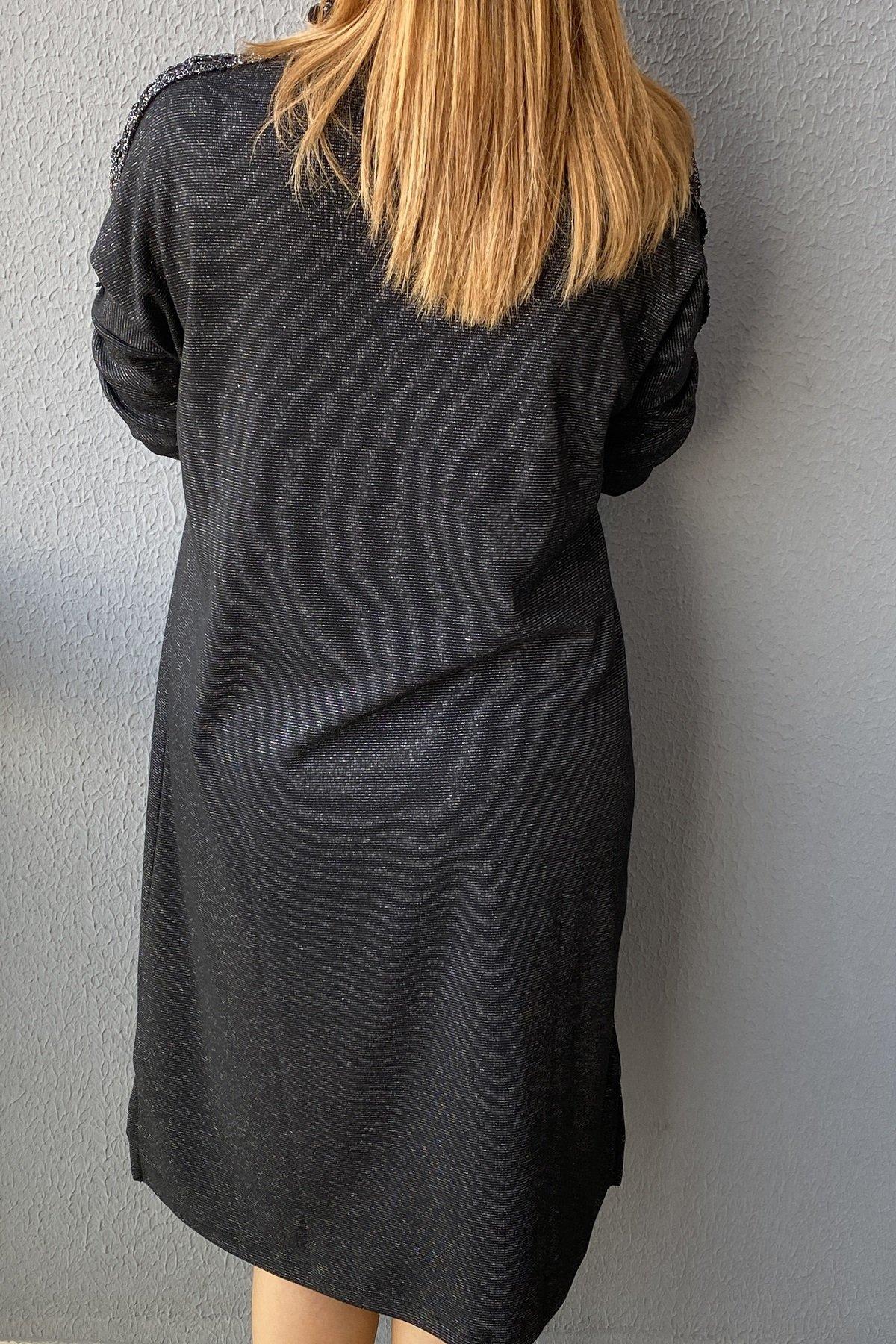 Omuz Ve Cep Kafes Detaylı Simli Elbise
