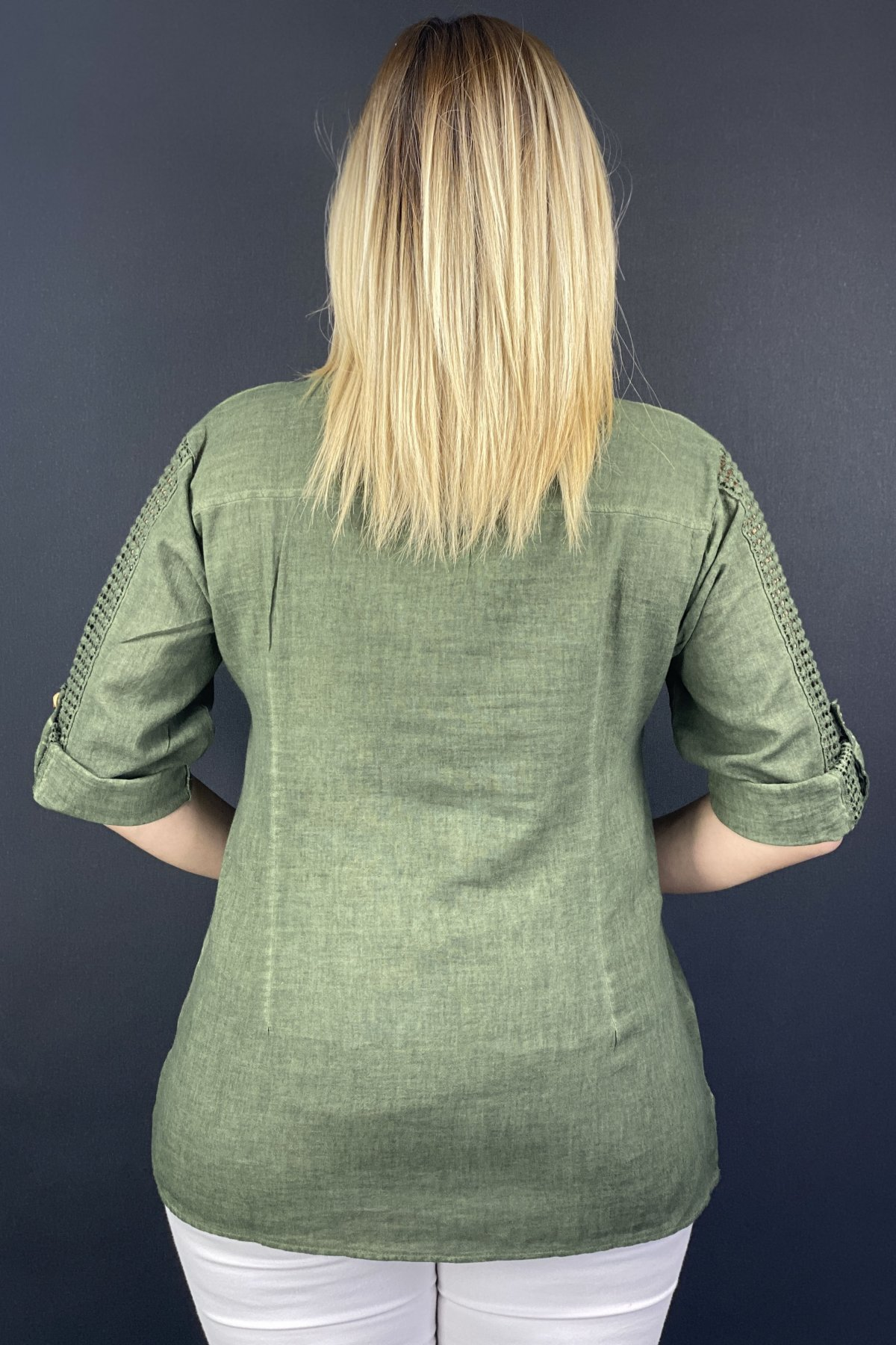 Yuvarlak Yaka Çift Cep  Kolları Ve Cebi Dantelli Gömlek