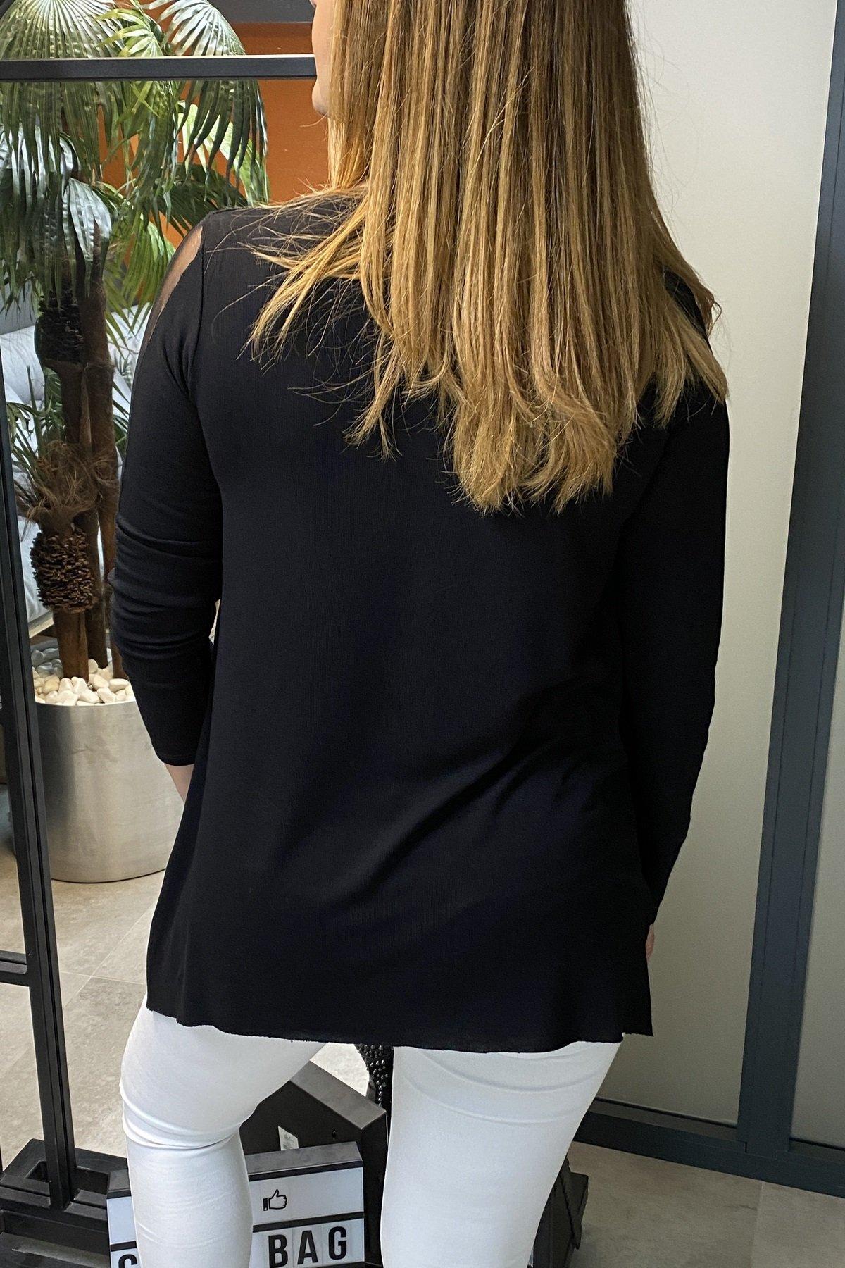 Kolları Şerit Tül Yakası V Tül Detaylı Eteği Asimetrik Kesim Bluz