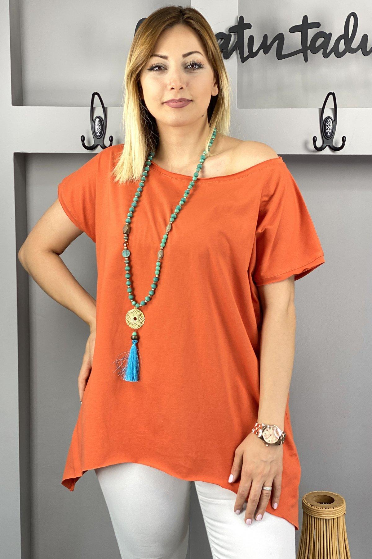 https://resim.chicbag.com.tr/p000497/krm/yakasi-ve-etegi-kesik-etek-ucu-asimetrik-t-shirt-01bb3358c89d.jpg