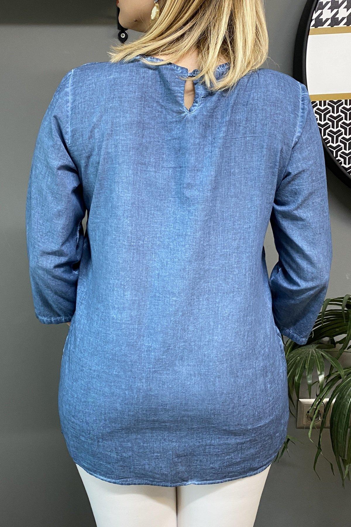 Etek Ucu Çiçekli Üstü Dantel Ense Tek Düğmeli Bluz