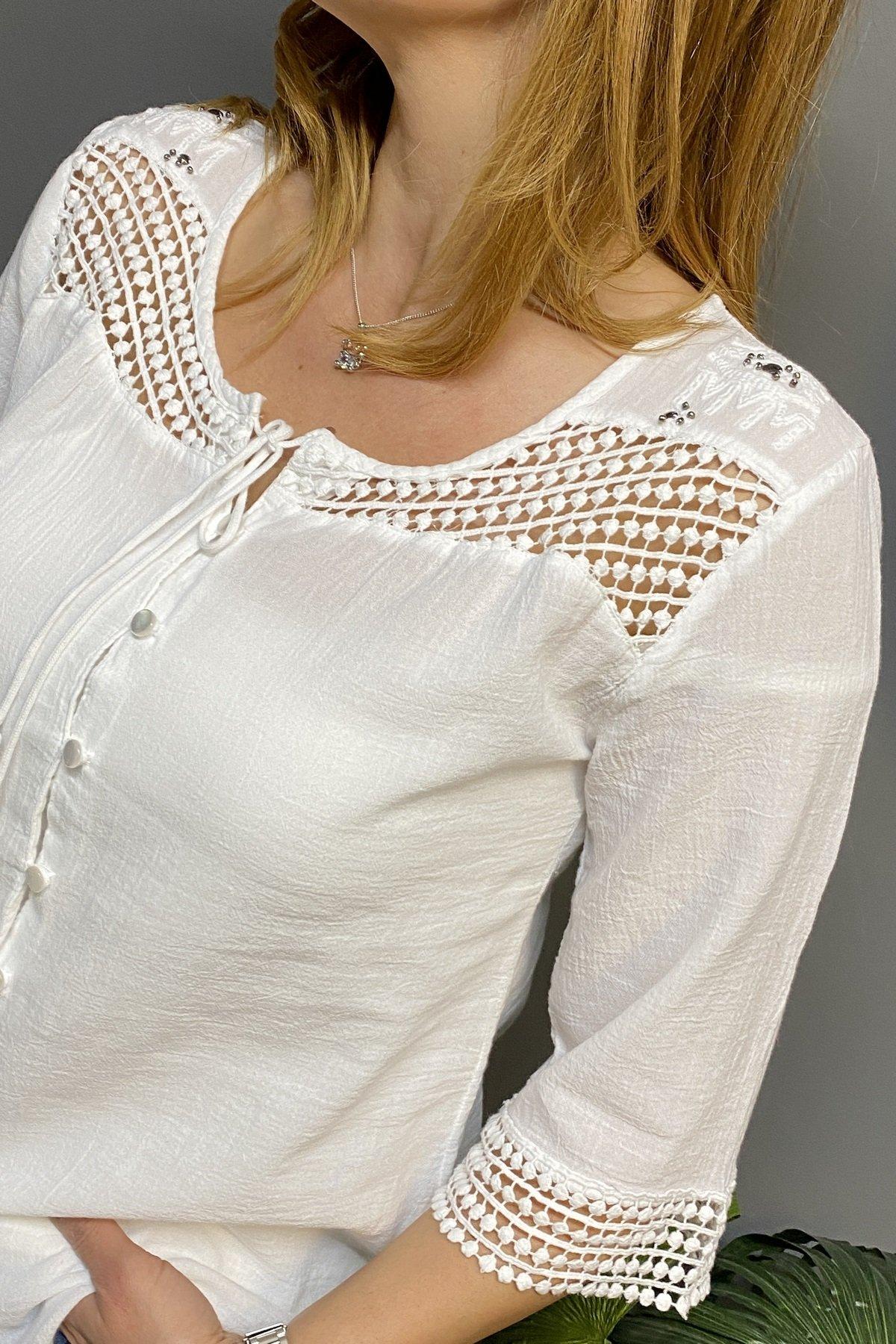 Göğüs Üstü Ve Kol Ucu Dantelli Yakası İpli Düğmeli Gömlek