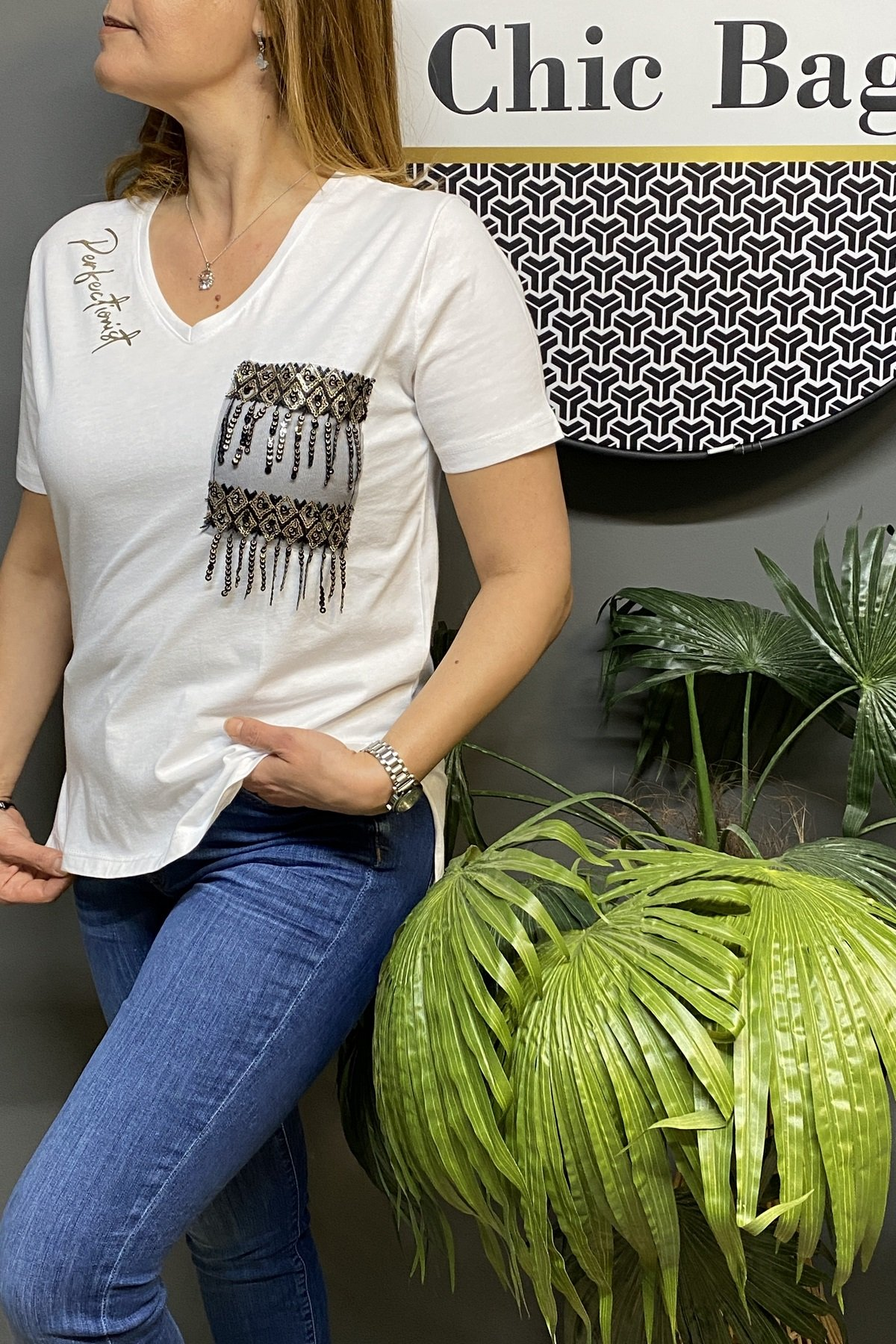 https://resim.chicbag.com.tr/p000546/byz/v-yaka-cebi-tul-ve-payet-detayli-t_shirt-olv-012e6bf3bd3d.