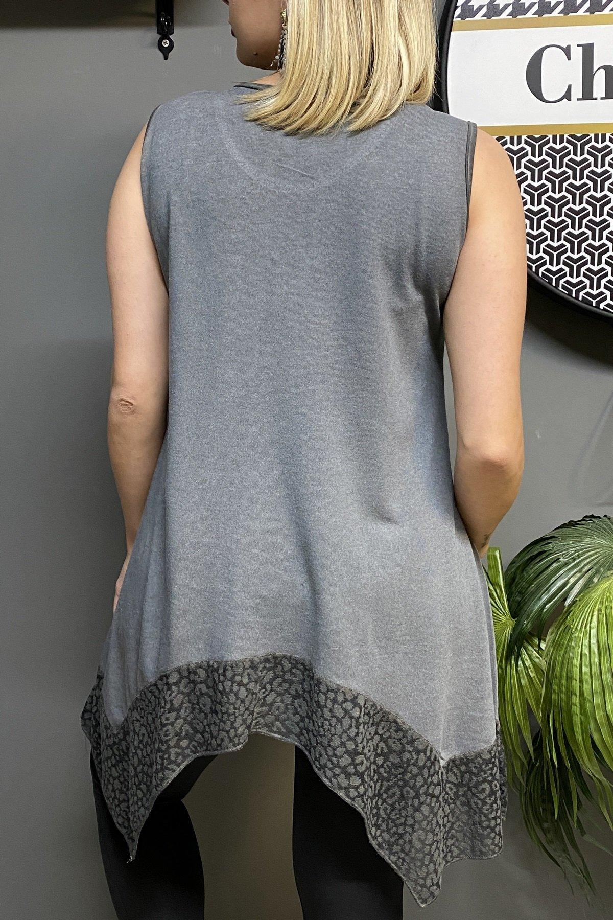 Kolsuz Asimetrik Etek Ucu Tül Detaylı Yakası Taşlı Bluz