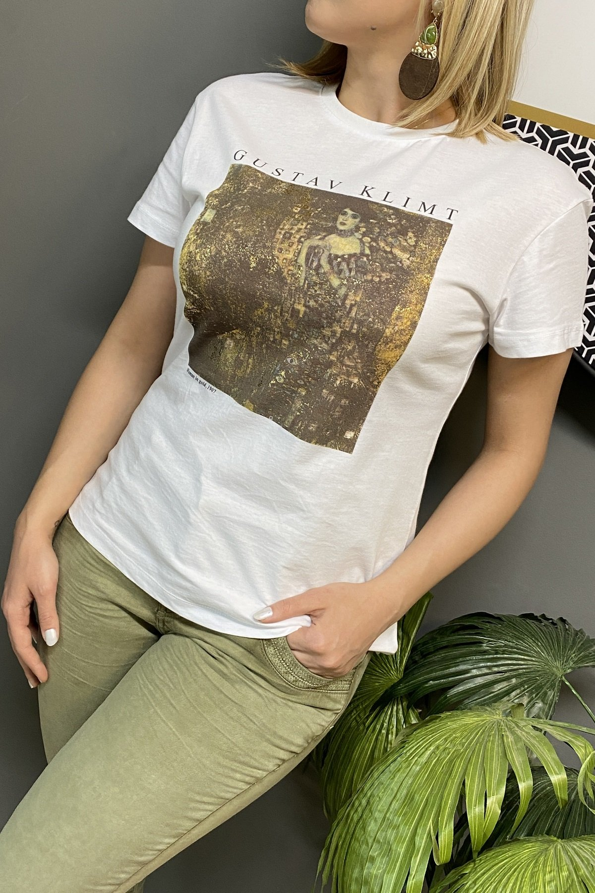 https://resim.chicbag.com.tr/p000615/byz/gustav-klimt-altinli-kadin-baskili-t-shirt-blggr-01b03df7188a.