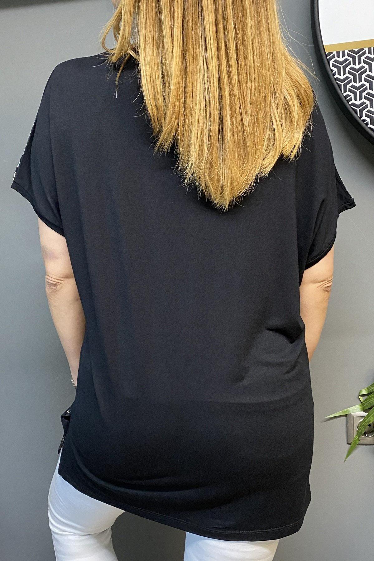 Göğüs Üstü Taşlı Sağ Tarafı Yılan Deri Detaylı Bluz