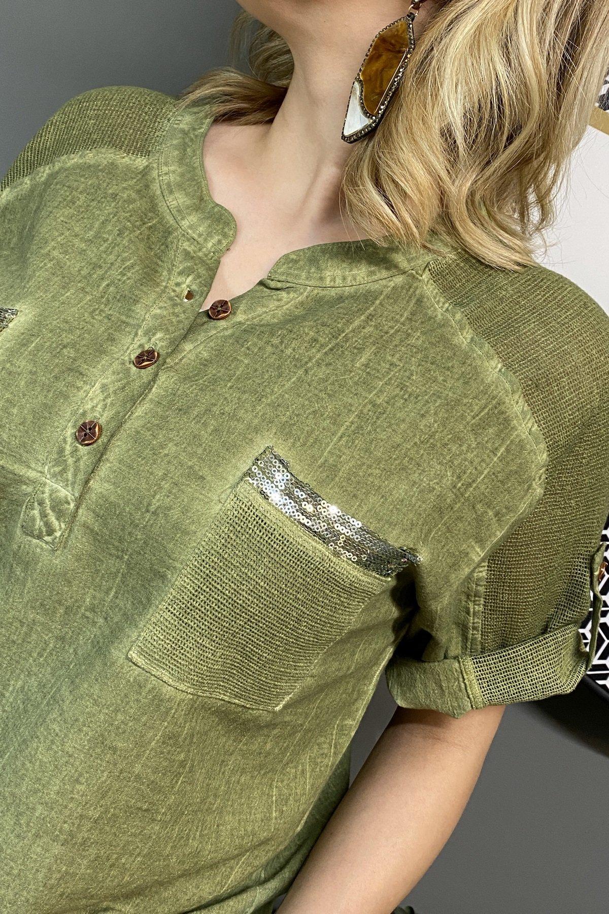 Omuzları Ve Cepleri Fileli Cep Üstü Pullu Üç Düğme Bluz