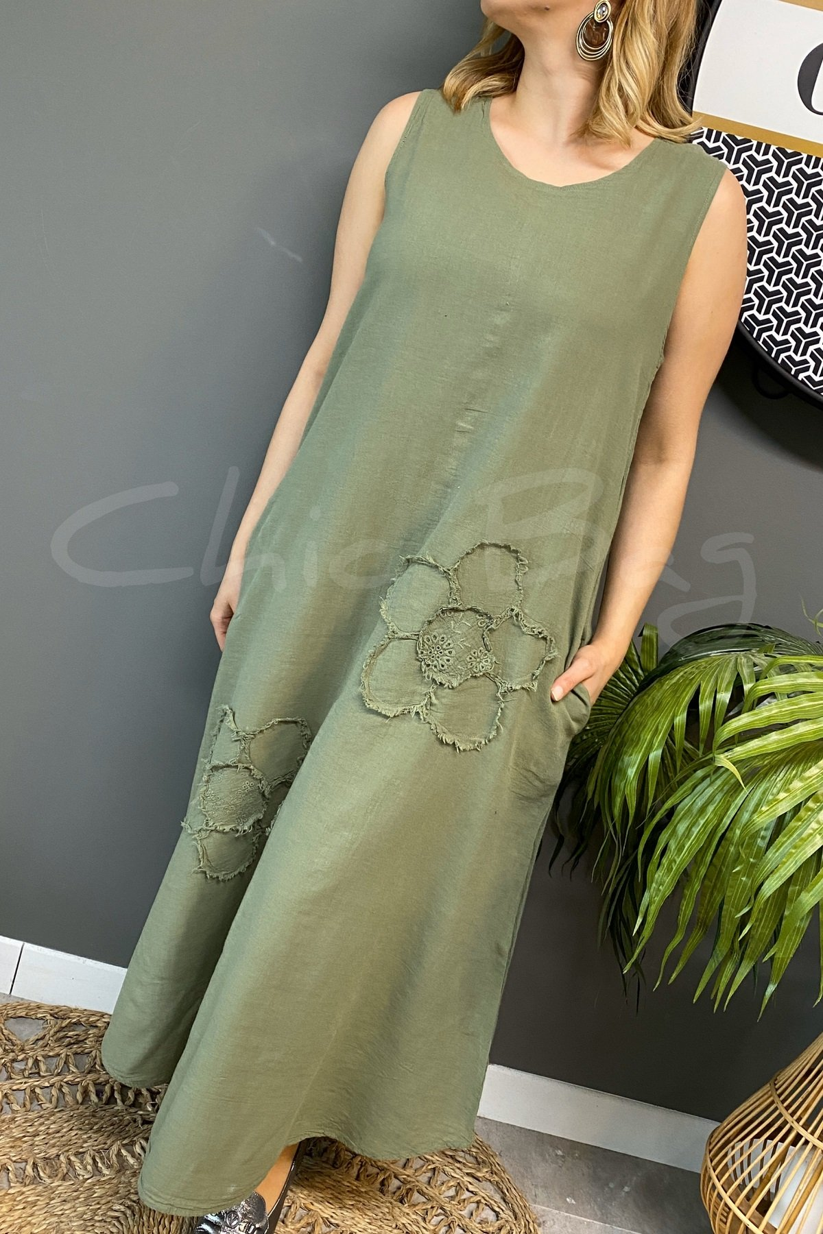 https://resim.chicbag.com.tr/p000757/hy/papatyali-kolsuz-etegi-oval-elbise-mltm-01e08247a0ee.