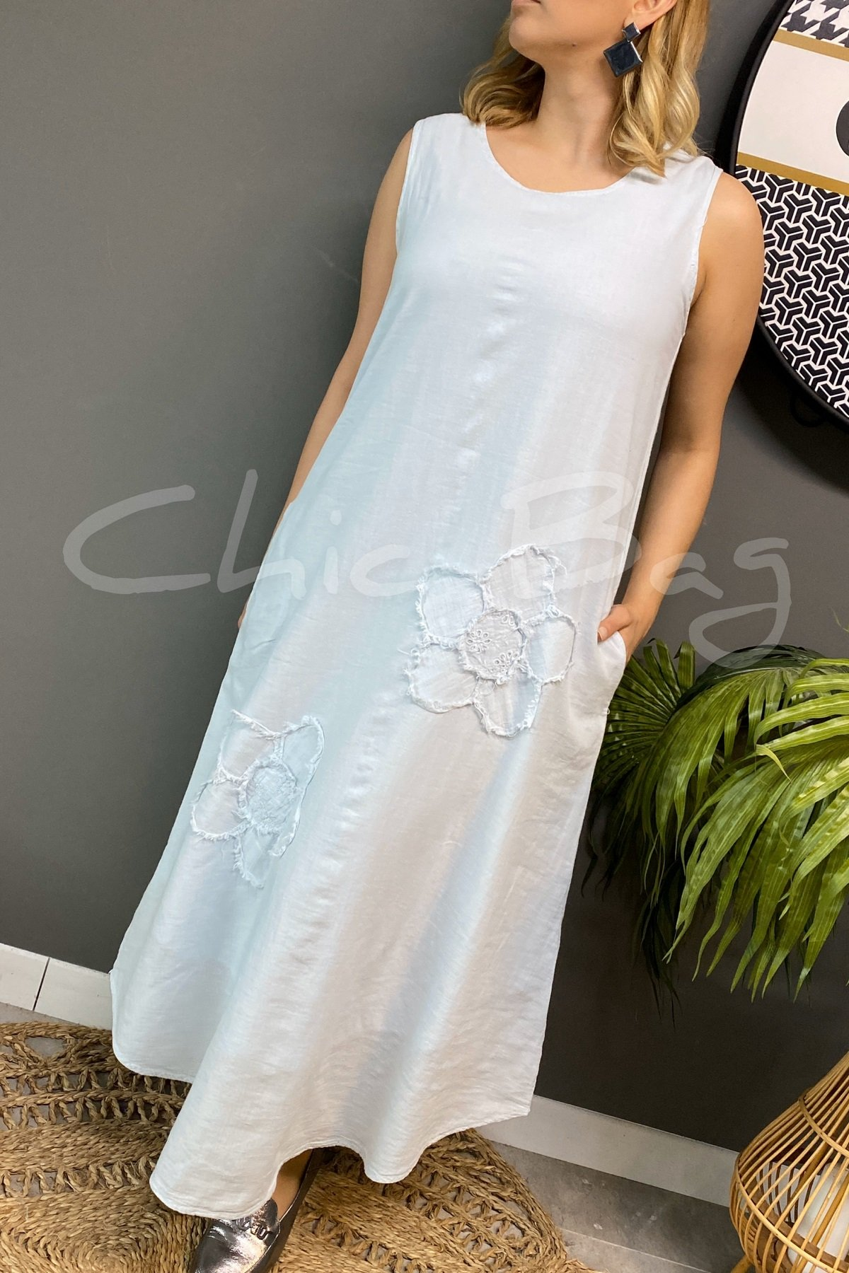 https://resim.chicbag.com.tr/p000757/mnt/papatyali-kolsuz-etegi-oval-elbise-mltm-01e08247a0ee.