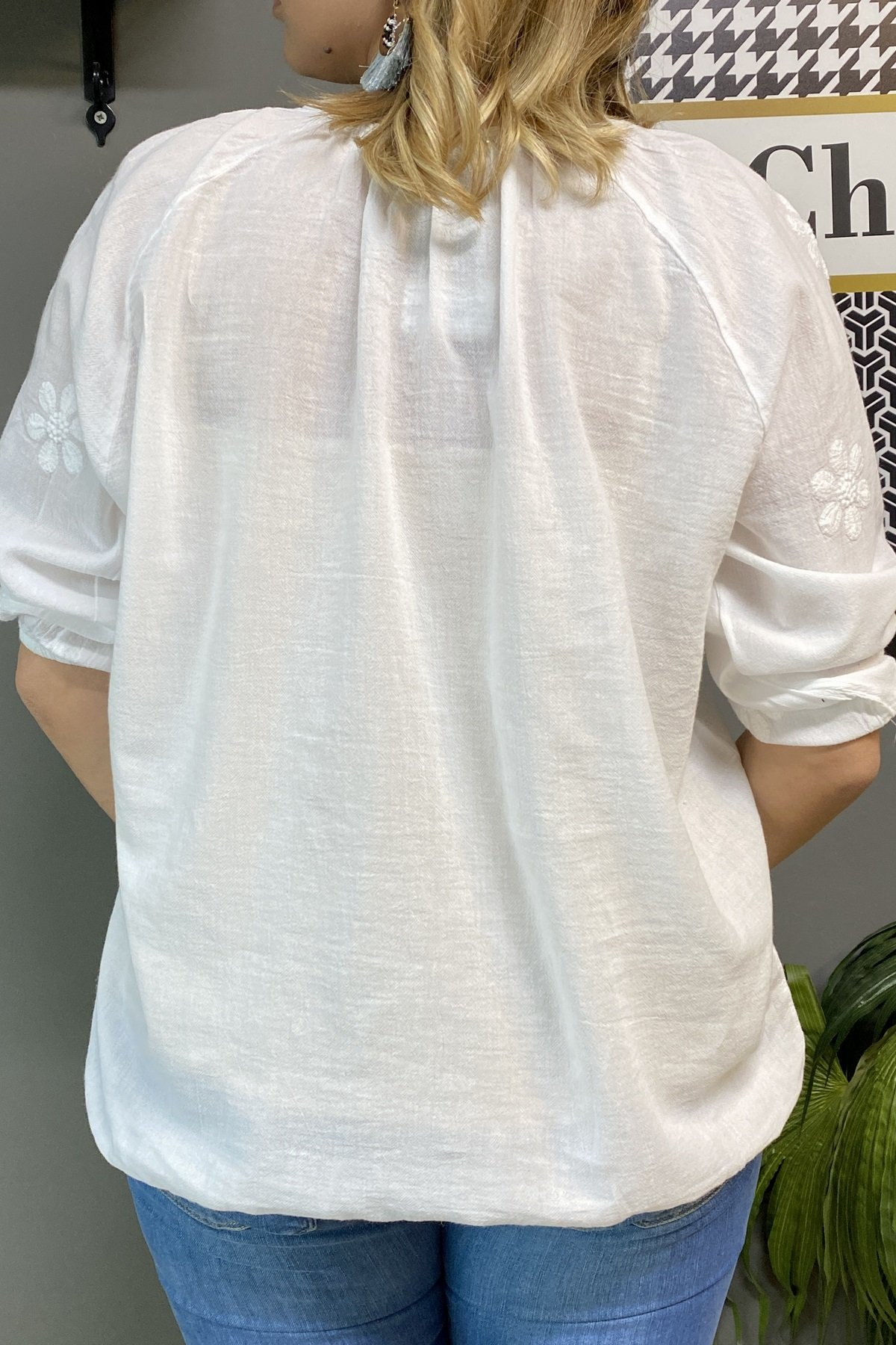 Papatya İşlemeli Eteği Ve Kolu Lastikli Yakası Bağcıklı Bluz