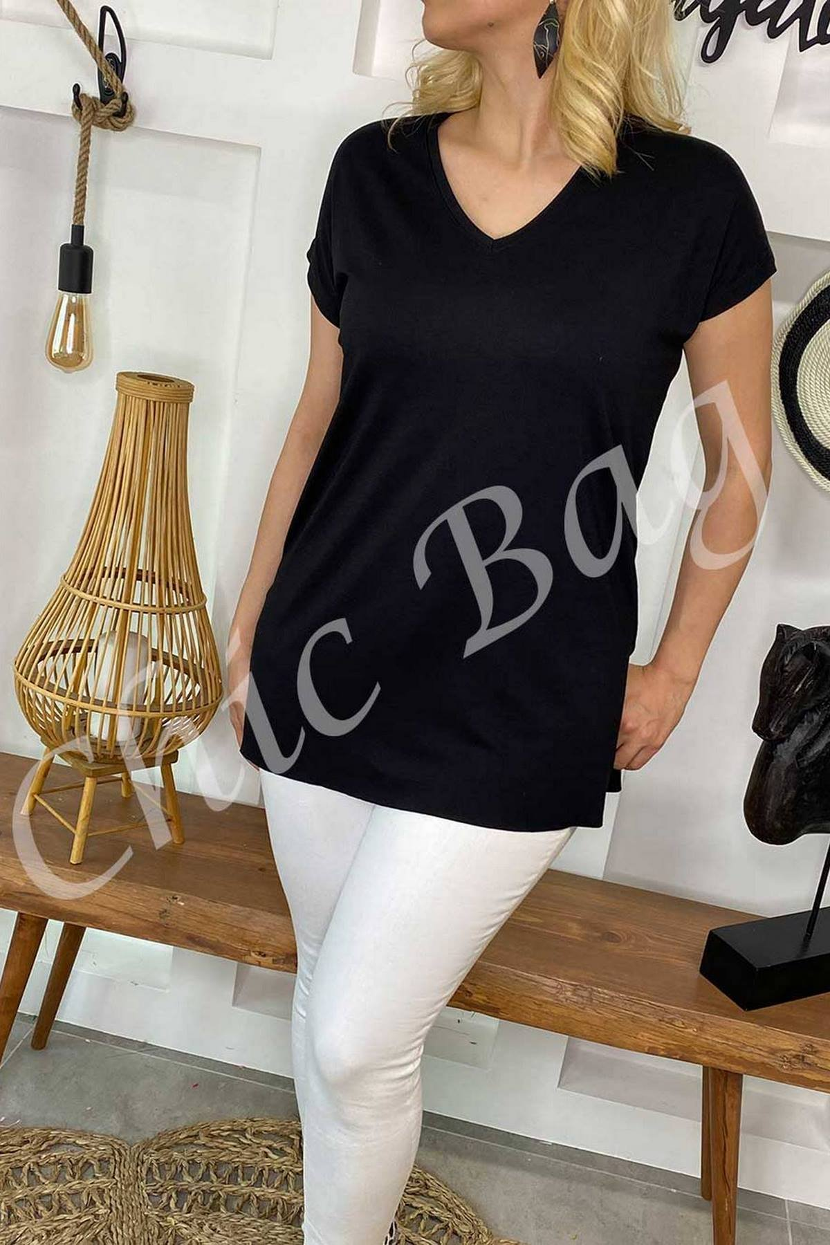 https://resim.chicbag.com.tr/p000879/shy/v-yaka-etegi-kesik-ve-yirtmacli-t-shirt-thscrt-01e46e348f0b.