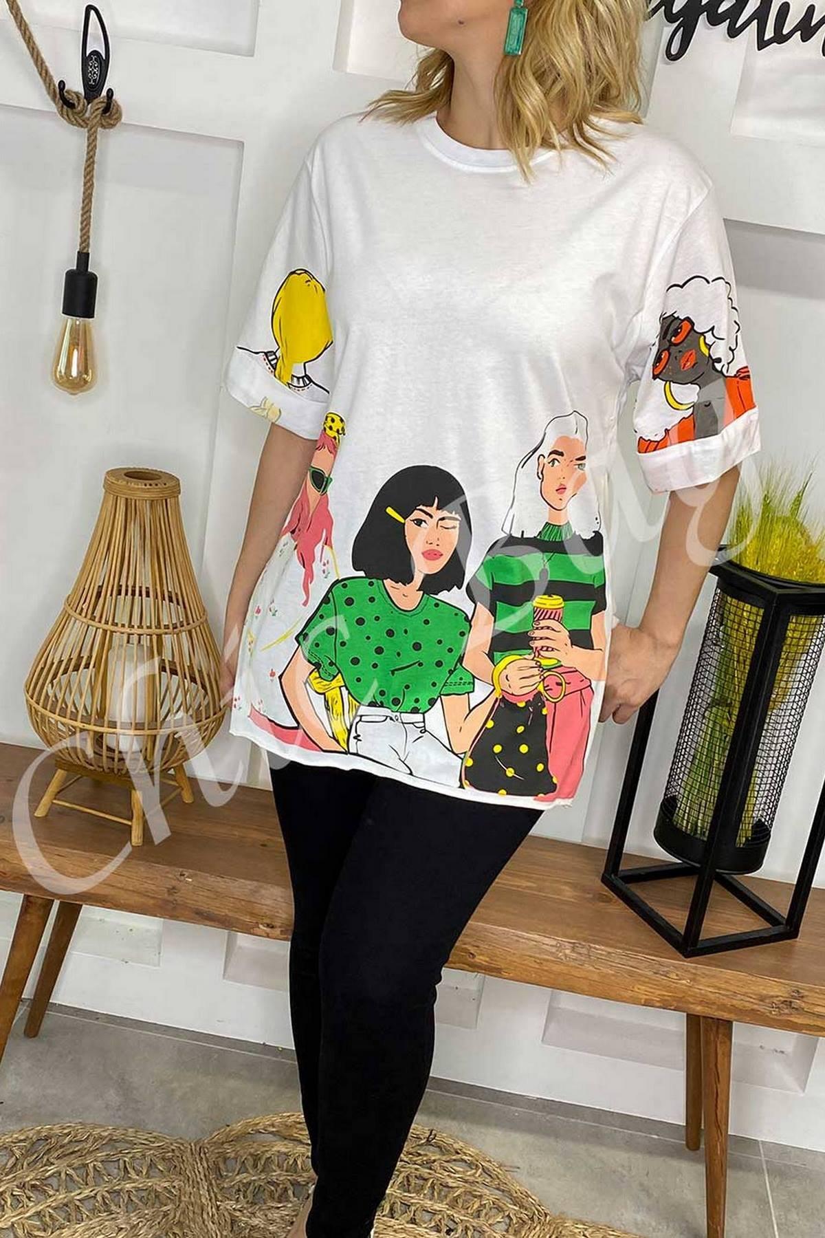 https://resim.chicbag.com.tr/p000894/byz/uc-kiz-baskili-t-shirt-orgn-01e46e348f0b.
